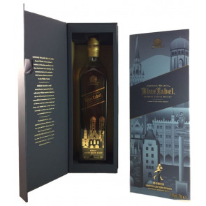 Johnnie Walker Blue Label Munich Limited Edition - links die eigentliche Flaschenverpackung mit Flasche, rechts die mitgelieferte Schutzhülle